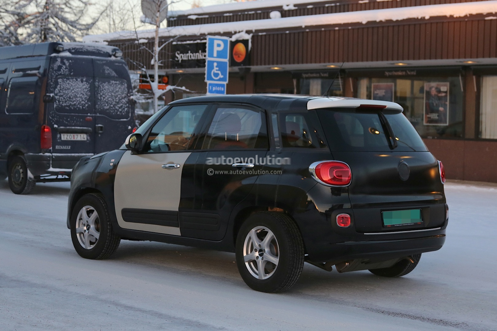 2014 - [Jeep] Renegade - Page 2 Spyshots-2015-jeep-b-suv-endures-the-cold-in-scandinavia_12