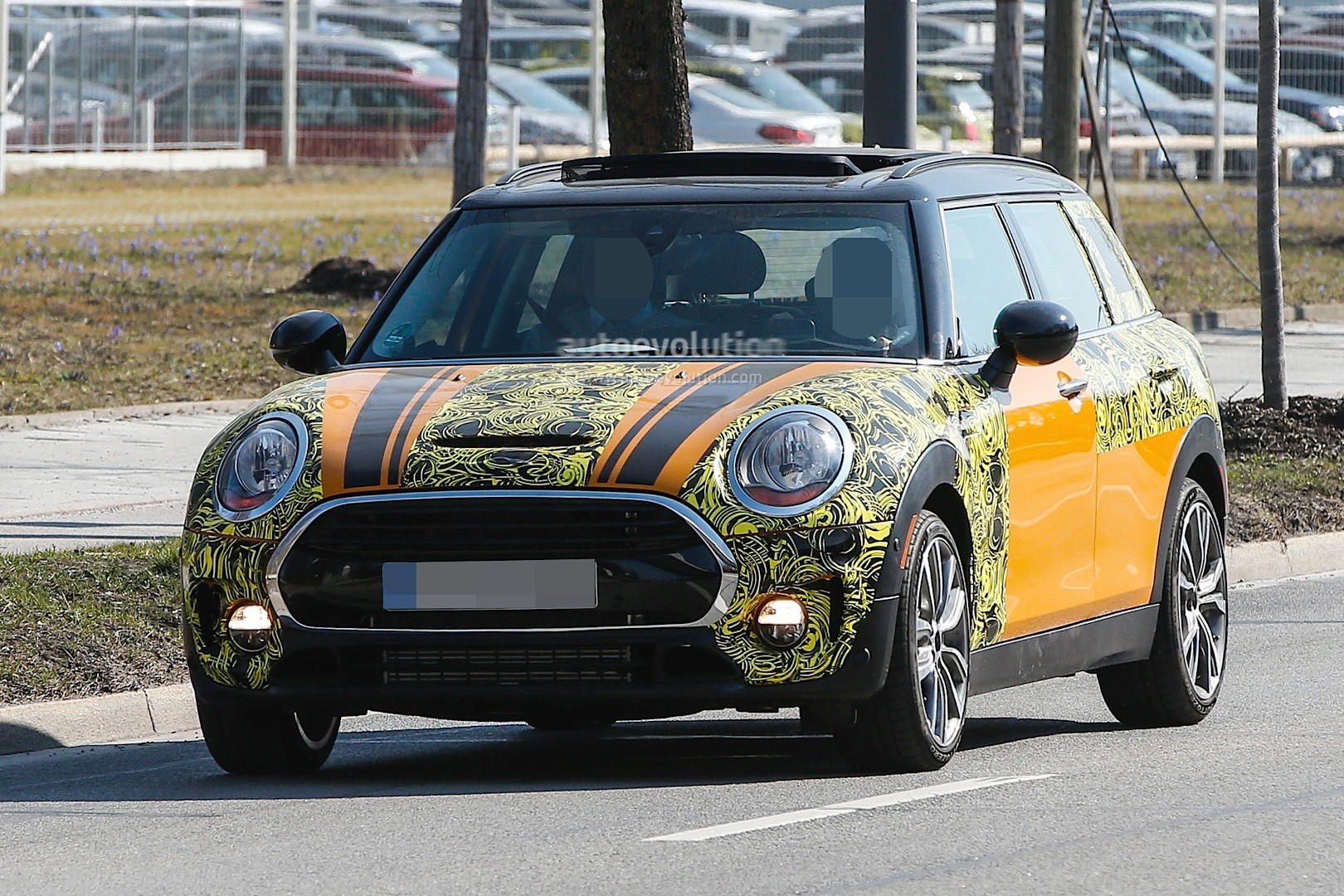 2015 - [Mini] Mini IV Clubman [F54] - Page 13 Spyshots-2016-mini-clubman-spied-in-jcw-look-and-cooper-s-guises_1