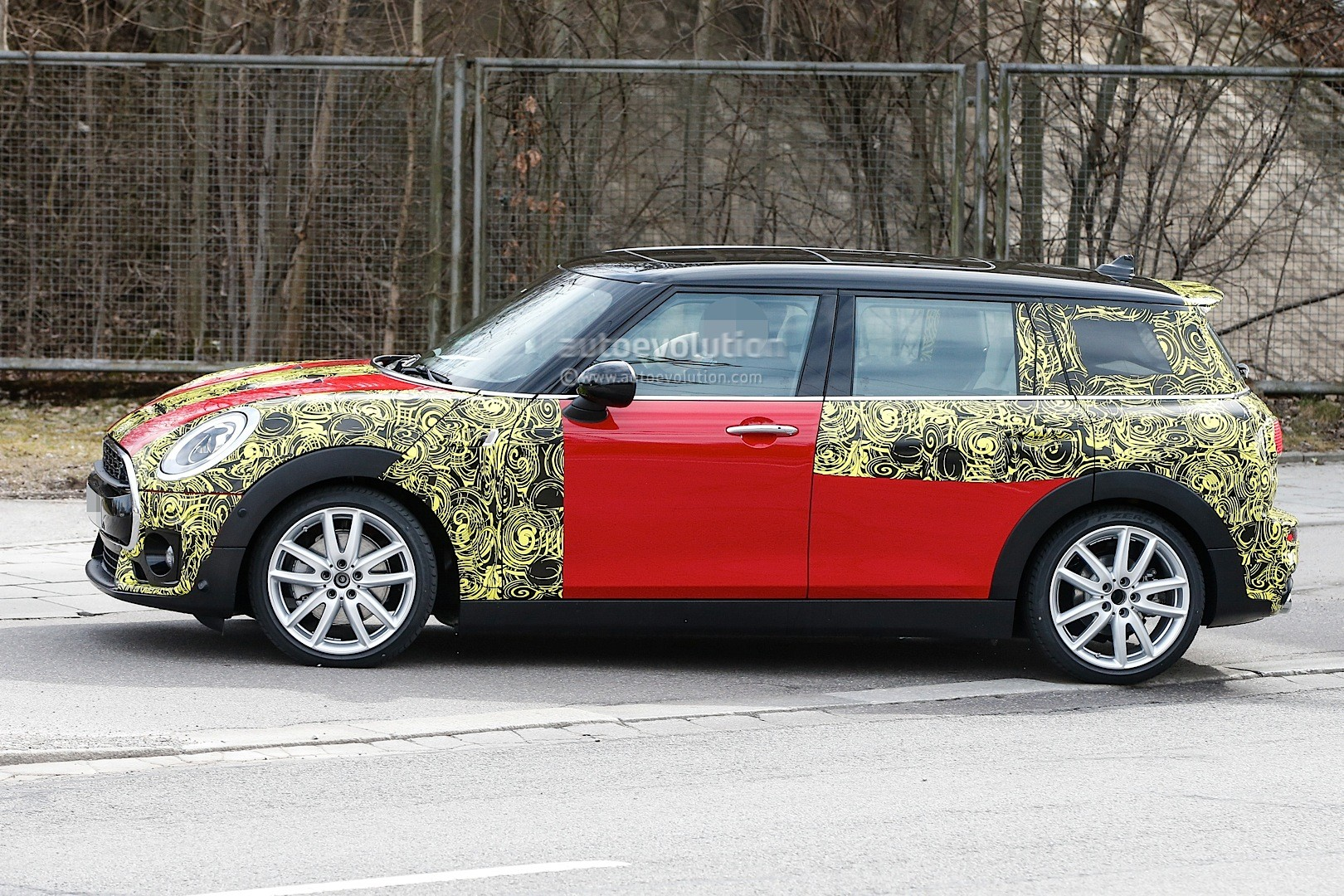 2015 - [Mini] Mini IV Clubman [F54] - Page 13 Spyshots-2016-mini-clubman-spied-in-jcw-look-and-cooper-s-guises_11