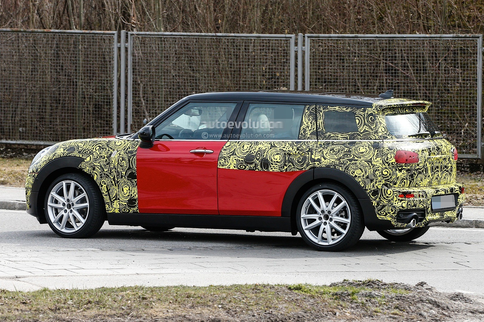 2015 - [Mini] Mini IV Clubman [F54] - Page 13 Spyshots-2016-mini-clubman-spied-in-jcw-look-and-cooper-s-guises_13