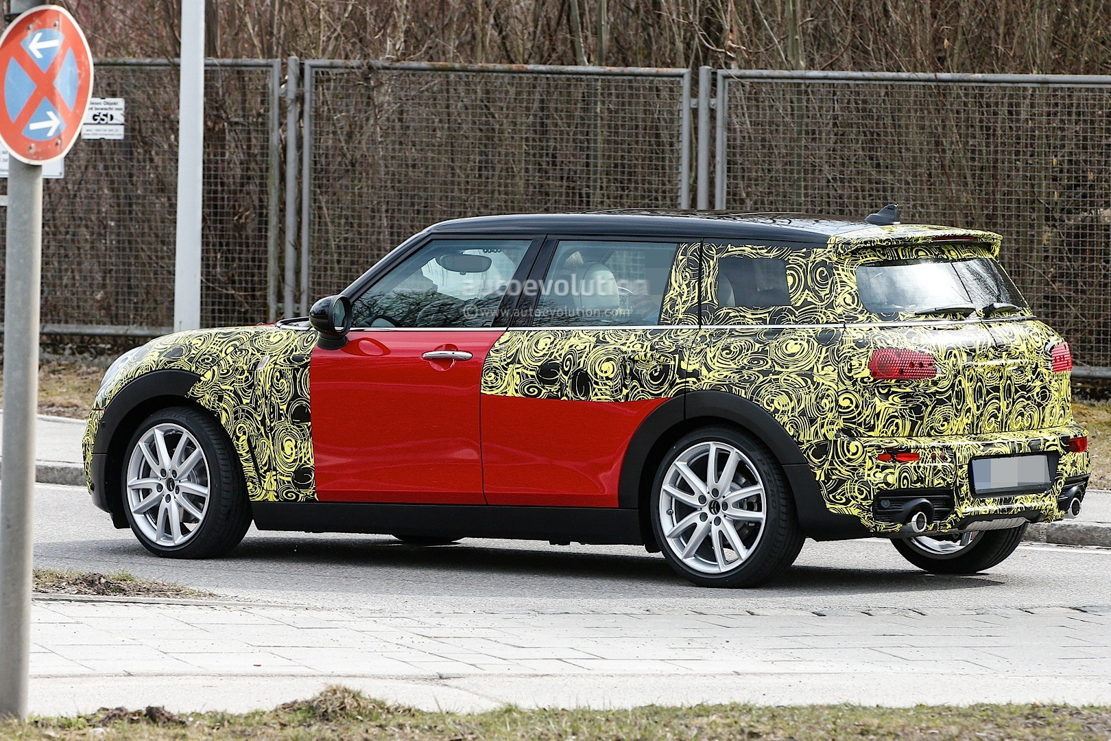 2015 - [Mini] Mini IV Clubman [F54] - Page 13 Spyshots-2016-mini-clubman-spied-in-jcw-look-and-cooper-s-guises_14