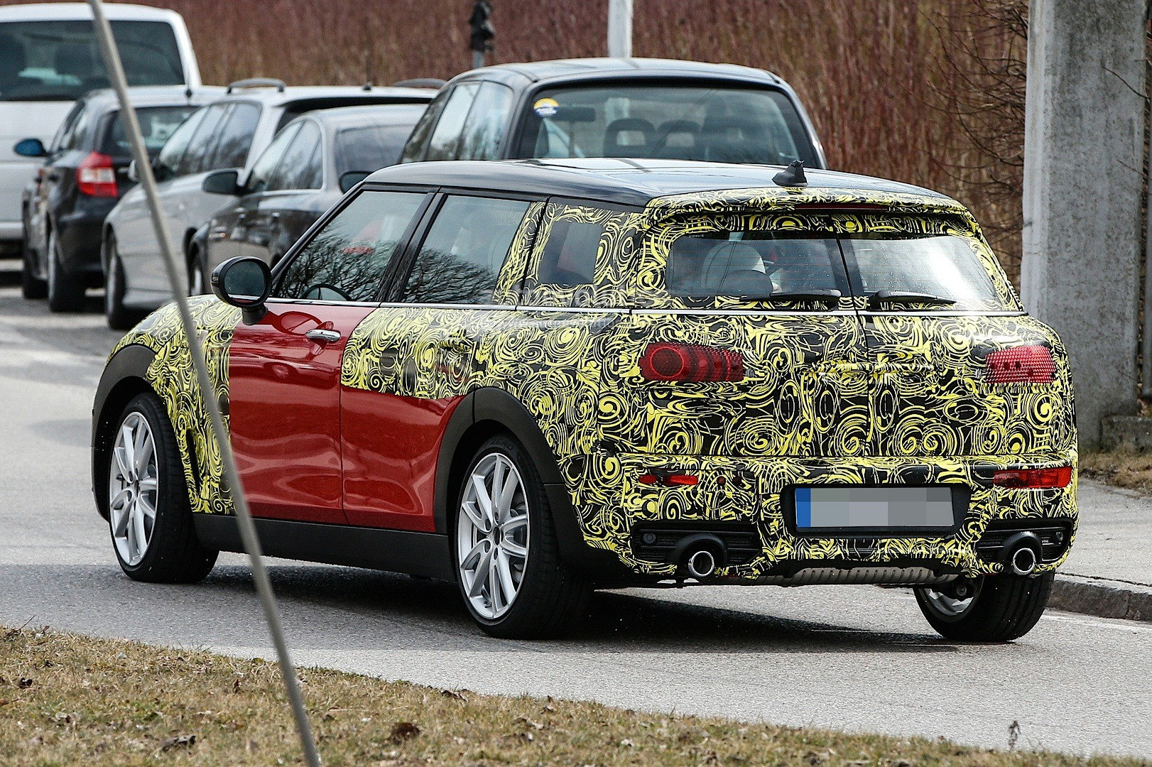 2015 - [Mini] Mini IV Clubman [F54] - Page 13 Spyshots-2016-mini-clubman-spied-in-jcw-look-and-cooper-s-guises_15