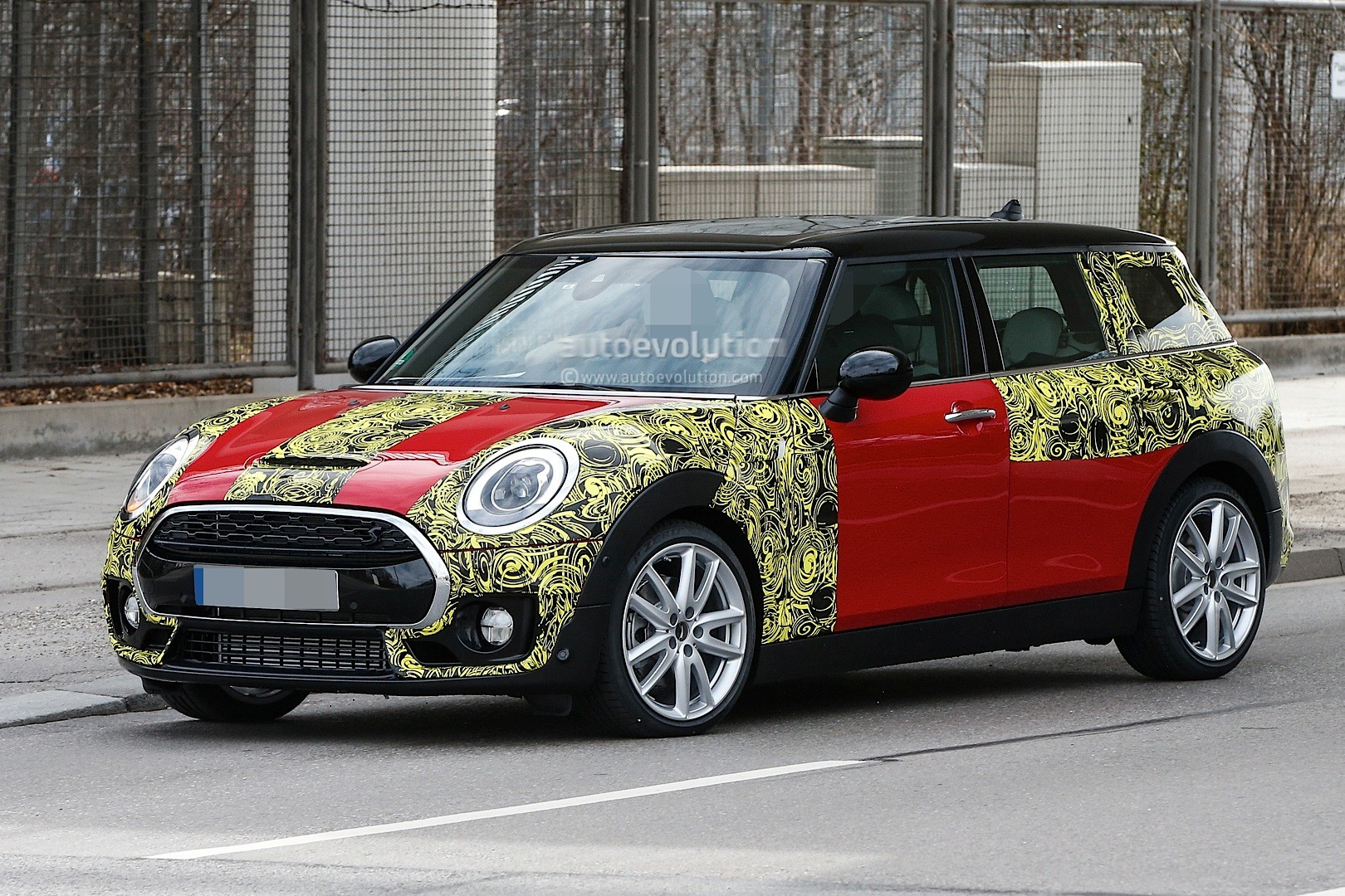 2015 - [Mini] Mini IV Clubman [F54] - Page 13 Spyshots-2016-mini-clubman-spied-in-jcw-look-and-cooper-s-guises_9
