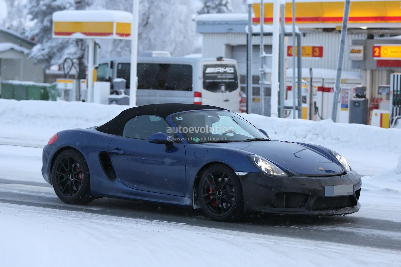 2016 - [Porsche] 718 Boxster & 718 Cayman [982] - Page 2 Spyshots-2016-porsche-boxster-rs-spyder-shows-ducktail-spoiler-aggressive-bumper_10
