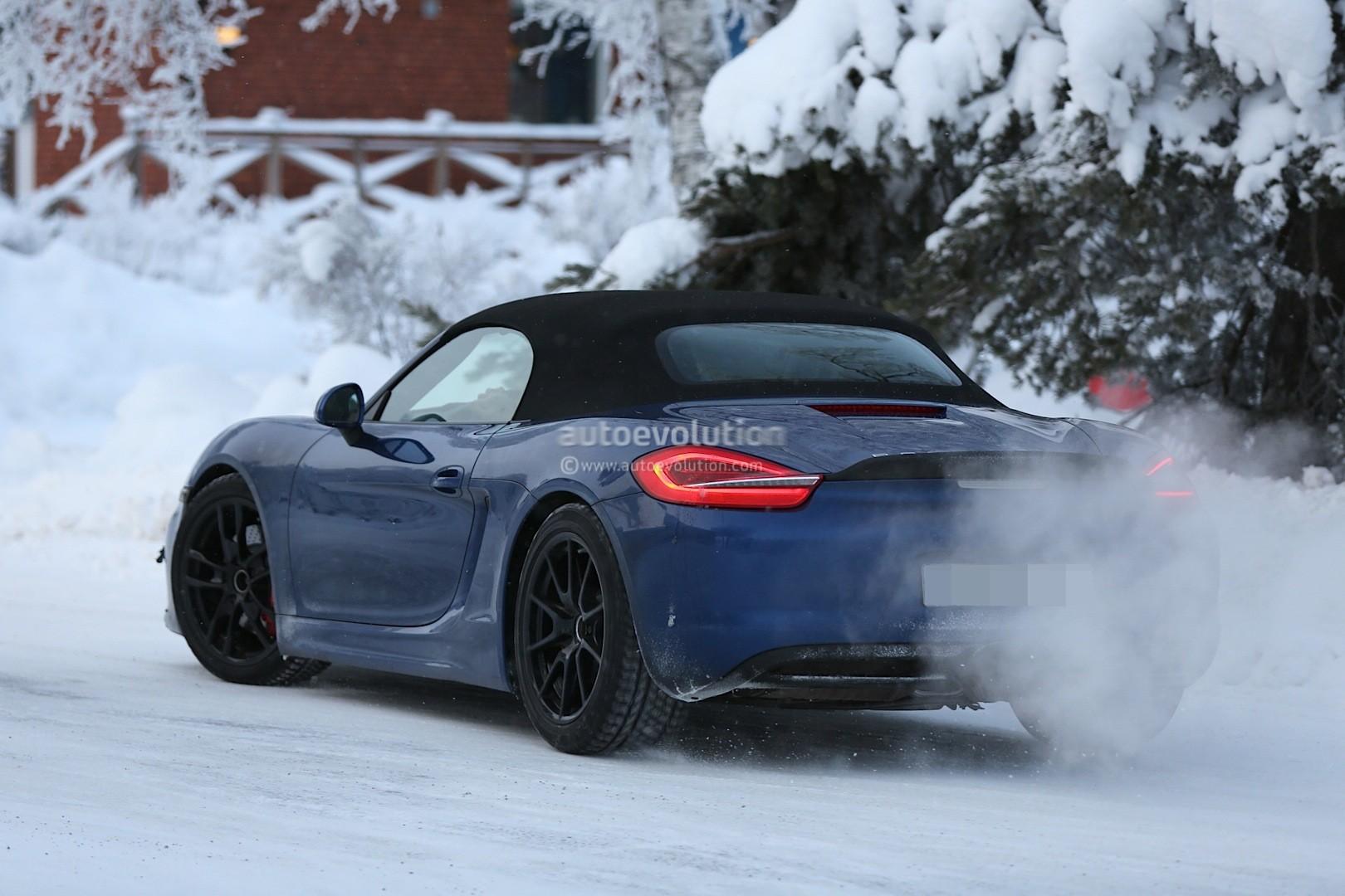 2016 - [Porsche] 718 Boxster & 718 Cayman [982] - Page 2 Spyshots-2016-porsche-boxster-rs-spyder-shows-ducktail-spoiler-aggressive-bumper_6