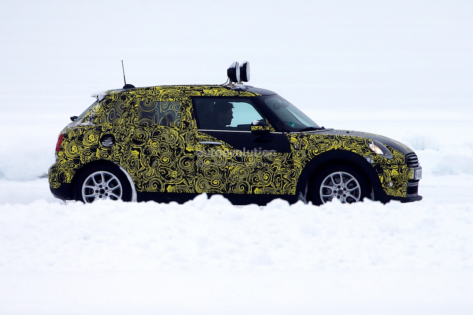 2014 - [Mini] Mini IV 5 portes [F55] - Page 4 Spyshots-5-door-clubman-and-convertible-the-last-new-minis-for-a-while_2