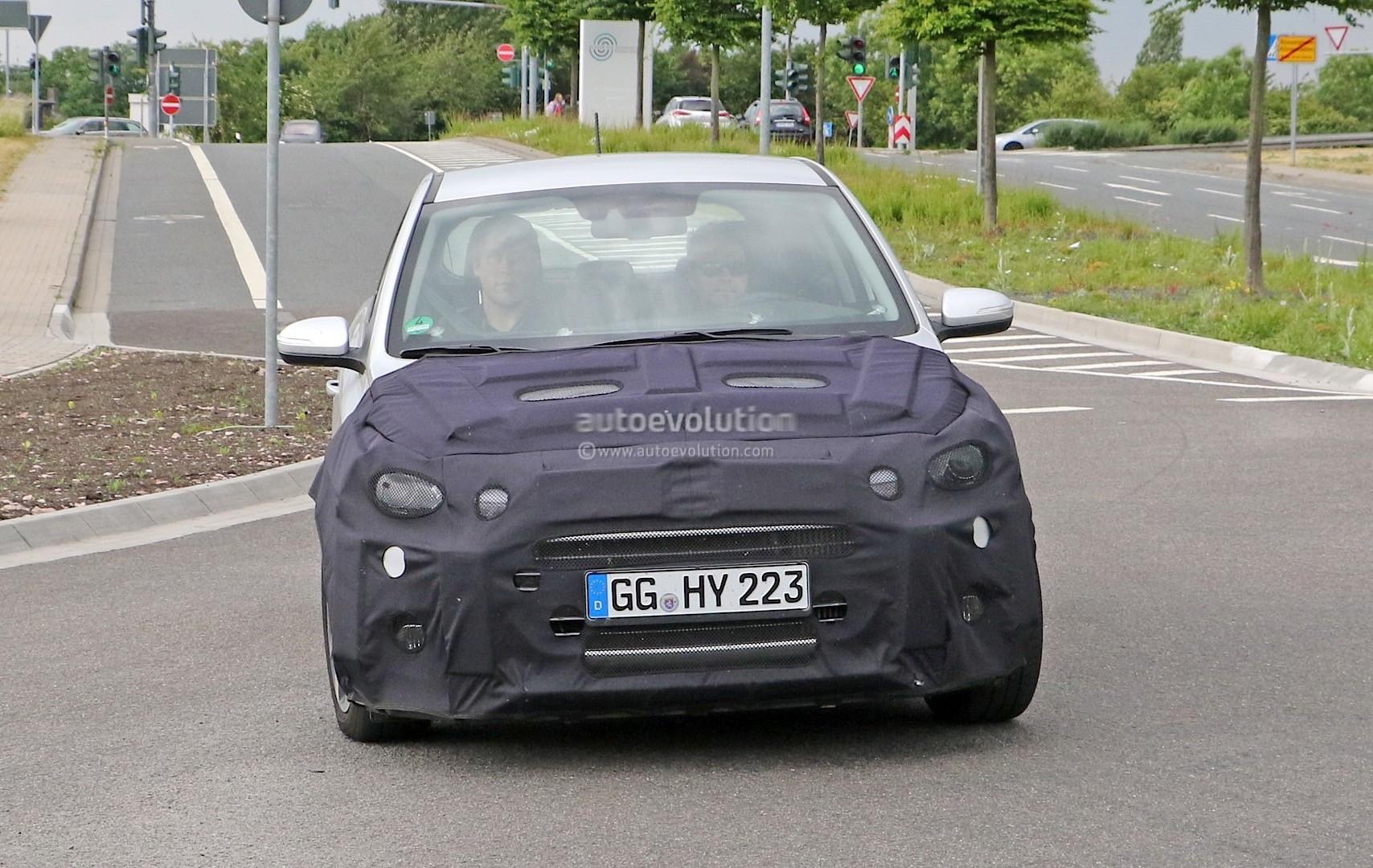 2018 - [Hyundai] I20 restylée Spyshots-hyundai-i20-prototype-spied-we-think-it-s-a-facelifted-version_2