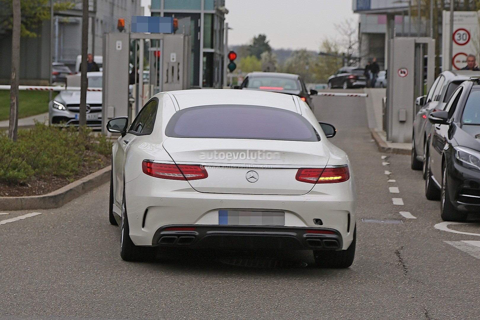 2021 - [Mercedes] SL [R232] What-mercedes-model-is-hiding-under-the-mock-up-bodywork-of-this-s63-coupe_10