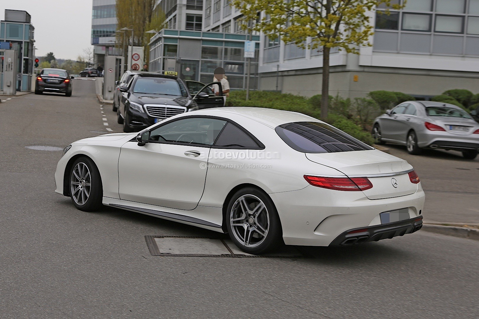 2021 - [Mercedes] SL [R232] What-mercedes-model-is-hiding-under-the-mock-up-bodywork-of-this-s63-coupe_8