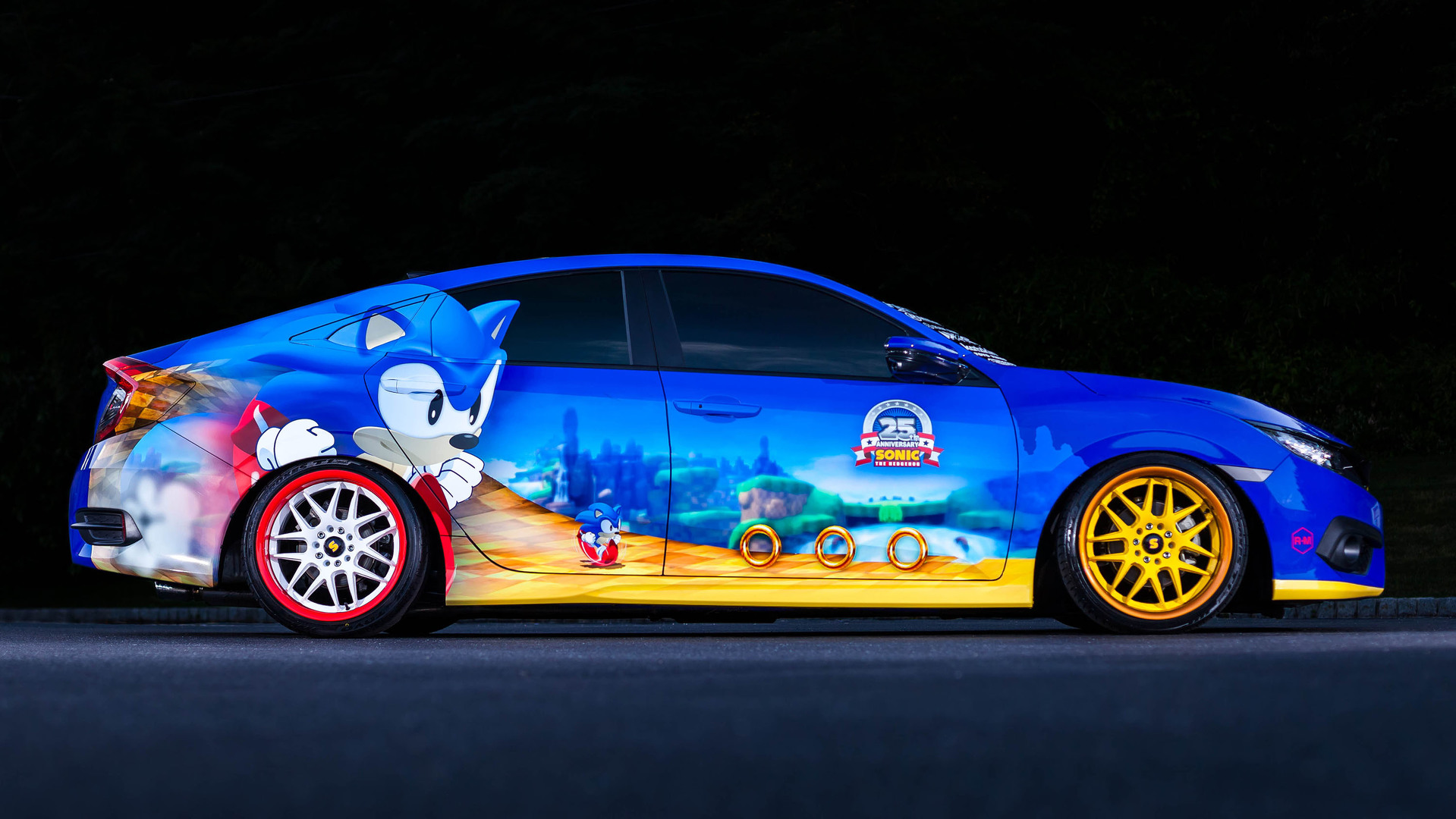 Les voitures des Limited - Page 17 Sonic-the-hedgehog-gets-unique-honda-civic-as-25th-anniversary-present-109709_1
