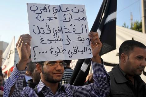 كيف استطاعت السلطة في المغرب كبح وامتصاص غضب الشارع؟ Dwnew_732071528