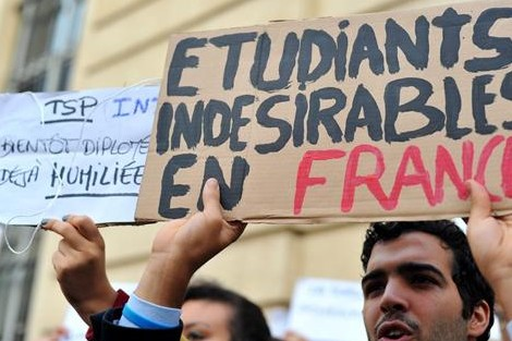 فرنسا ترغب في تسهيل ولوج الأجانب سوق الشغل Etudiantsfr_407119933