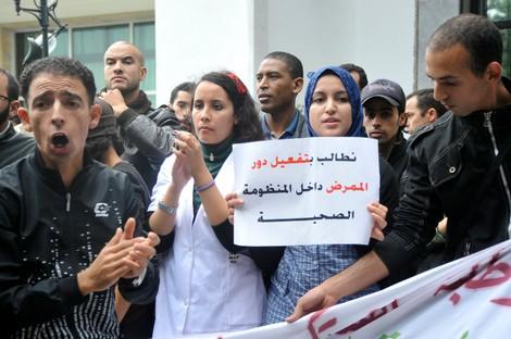 """الممرضون يحتجون أمام وزارة الصحة في يوم """"الخميس الأسود """" Infermierenew_326283050"""