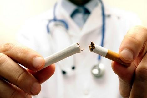 التدخين يتسبب في 12 % من الوفيات بين البالغين Smoking_470281095