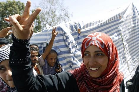 ثلاث نساء إحداهن يمنية يقتسمن جائزة نوبل للسلام Yemenprizenew_160718176