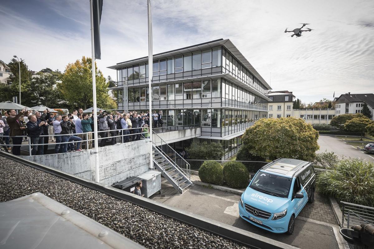 MERCEDES TESTA ENTREGAS COM DRONES Mercedes-_Vans-_Drone-_Delivery-11