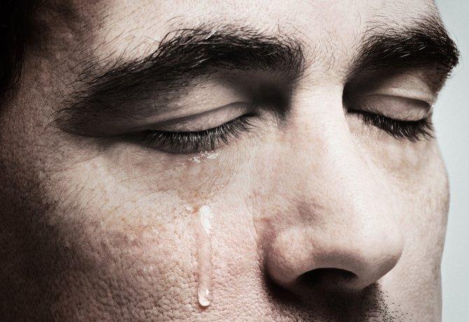 Opala esquentando de mais Homem-_Chorando-miniatura-800x549-150602
