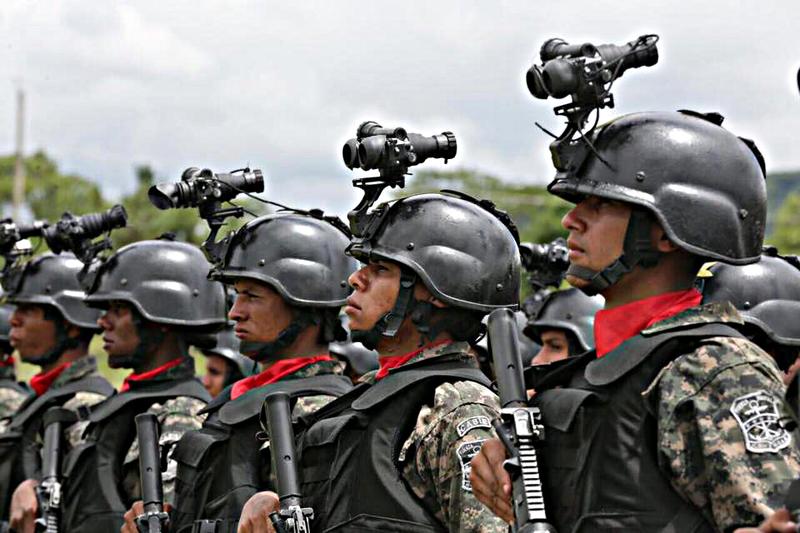 Fotos y videos de las FFAA de Honduras y equipos de los Bomberos 20596979_1431437973576772_6987220985824833963_n