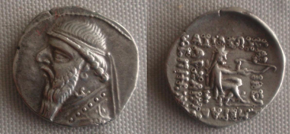 Dracma de Mitrídates II. Partia (124-87 a.C.) 0_dracma_parta_2
