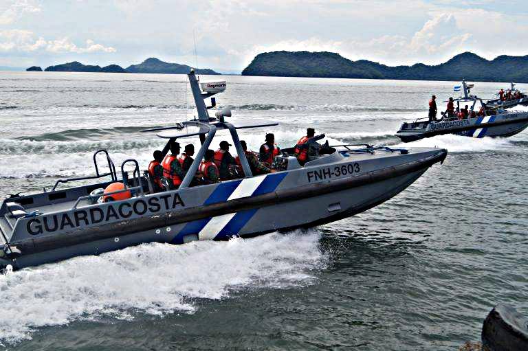 Fotos y videos de las FFAA de Honduras y equipos de los Bomberos - Página 2 21731048_1848229808824607_5186186390721510198_n