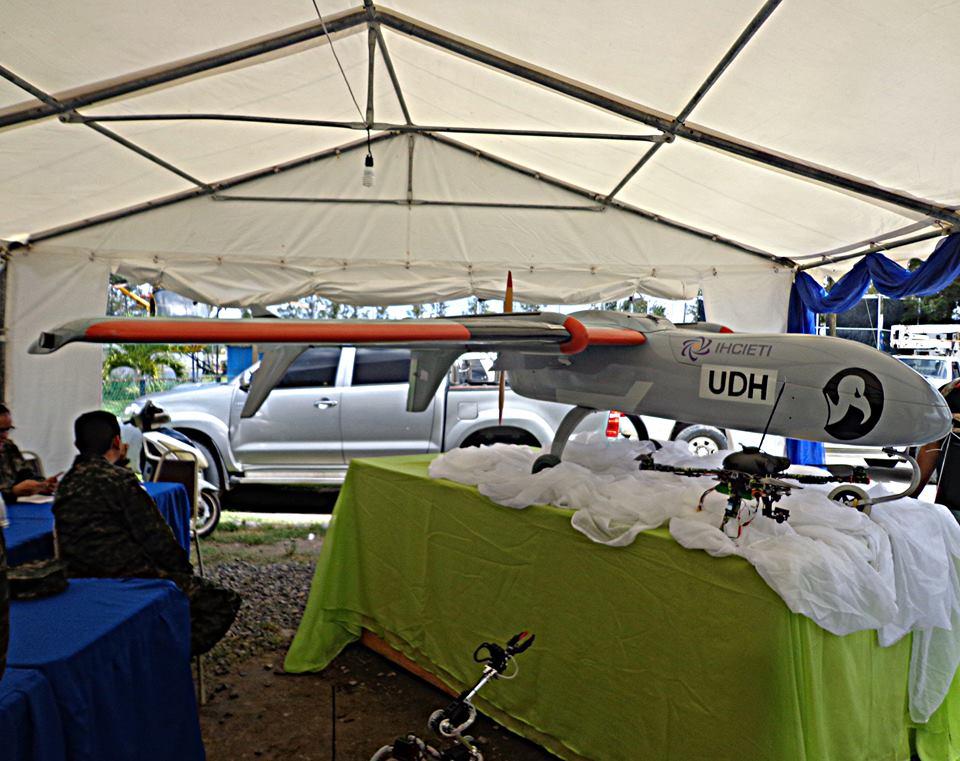 Fotos y videos de las FFAA de Honduras y equipos de los Bomberos - Página 2 22489787_10212089562307512_6876507440215116144_n