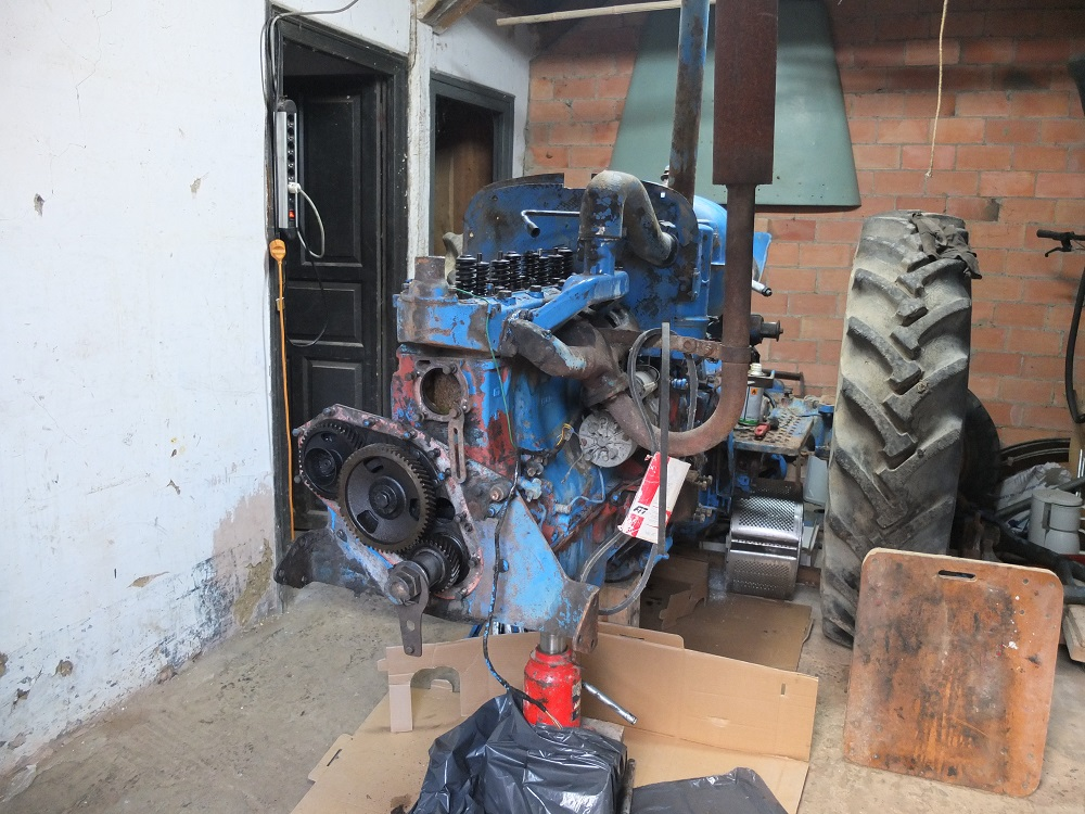 Empiezo la restauración del Ebro Super  55 DSCF2077