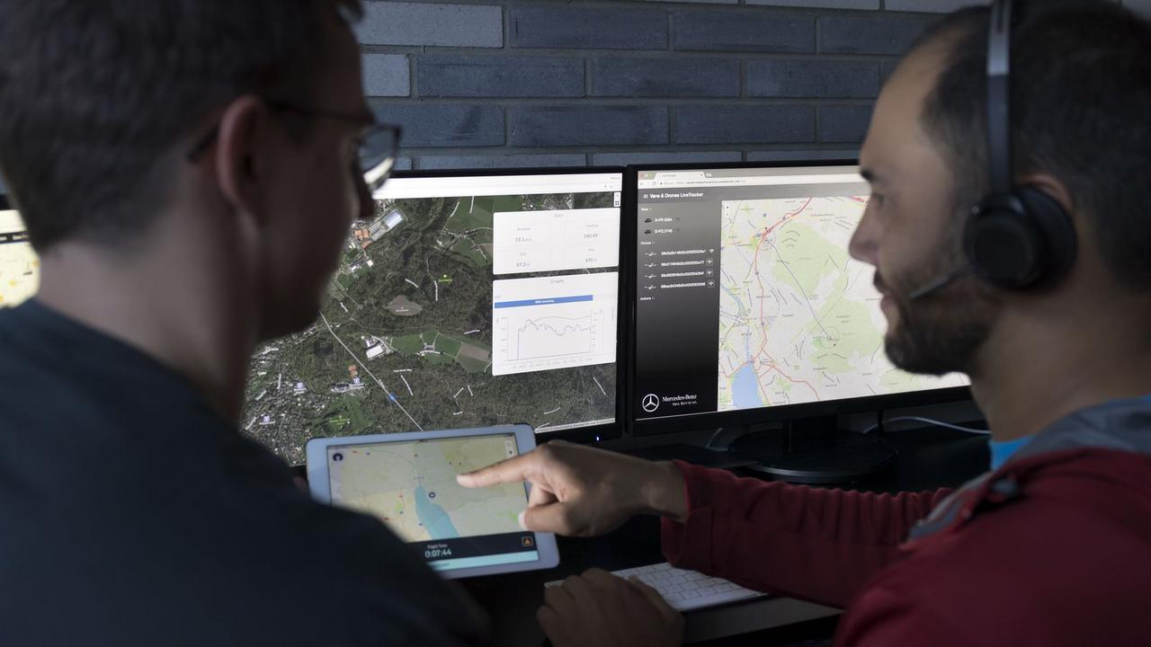 MERCEDES TESTA ENTREGAS COM DRONES Mercedes-_Vans-_Drone-_Delivery-10