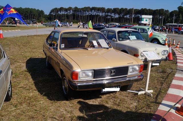 Veteran Car Club a Florianopolis Dodge_Polara_Automatico