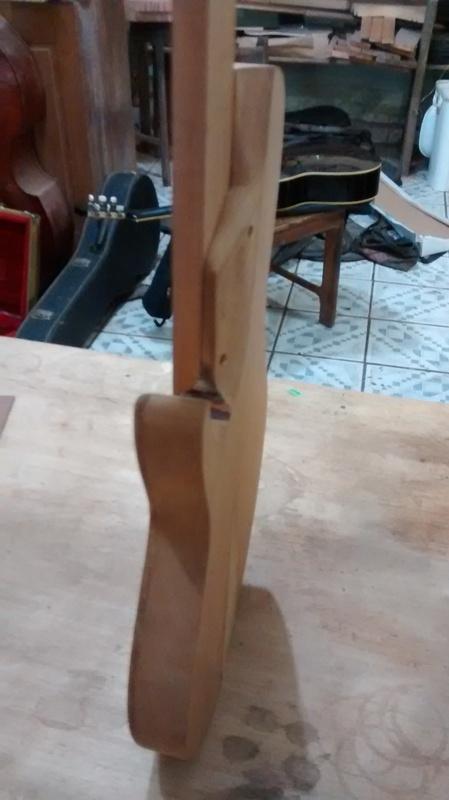 Projeto novo: Singlecut 5 cordas com headstock tipo Musicman (NS Luthieria) IMG_20141014_111756314_1