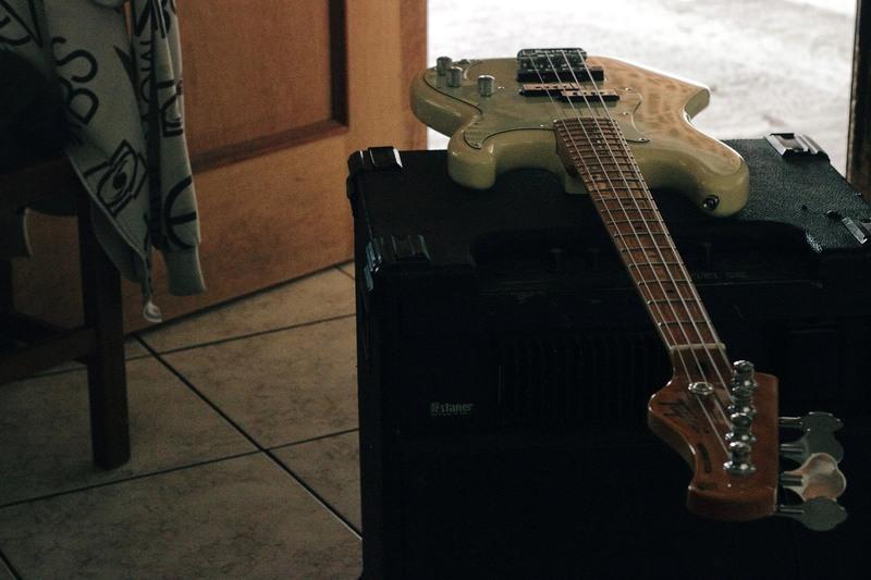 Baixo Tagima Woodstock Tw73 vale a pena? Bass