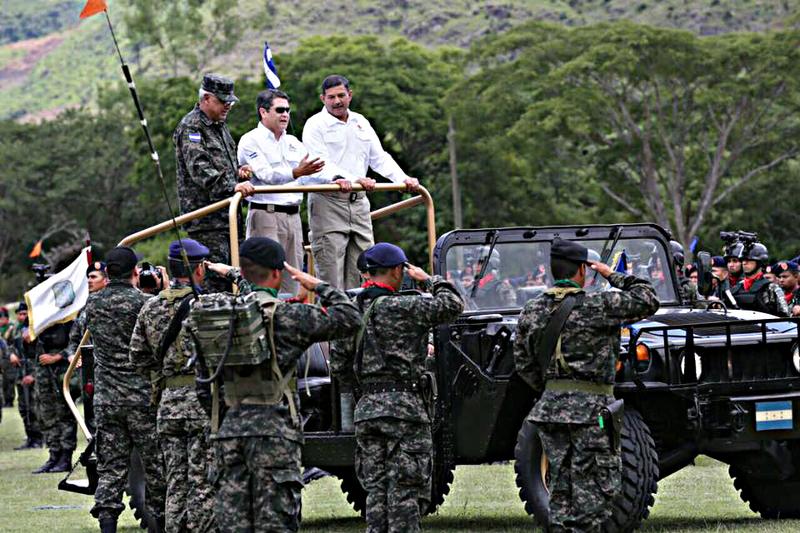 Fotos y videos de las FFAA de Honduras y equipos de los Bomberos 20525505_1431437930243443_6397940460935759303_n
