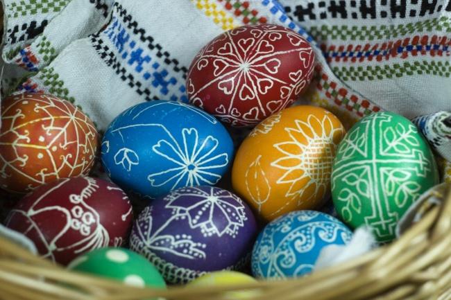 Готовимся к Пасхе -красим яйца!))) 4891505_R3_L8_T8_D_650_Easter_eggs_in_basket_133698