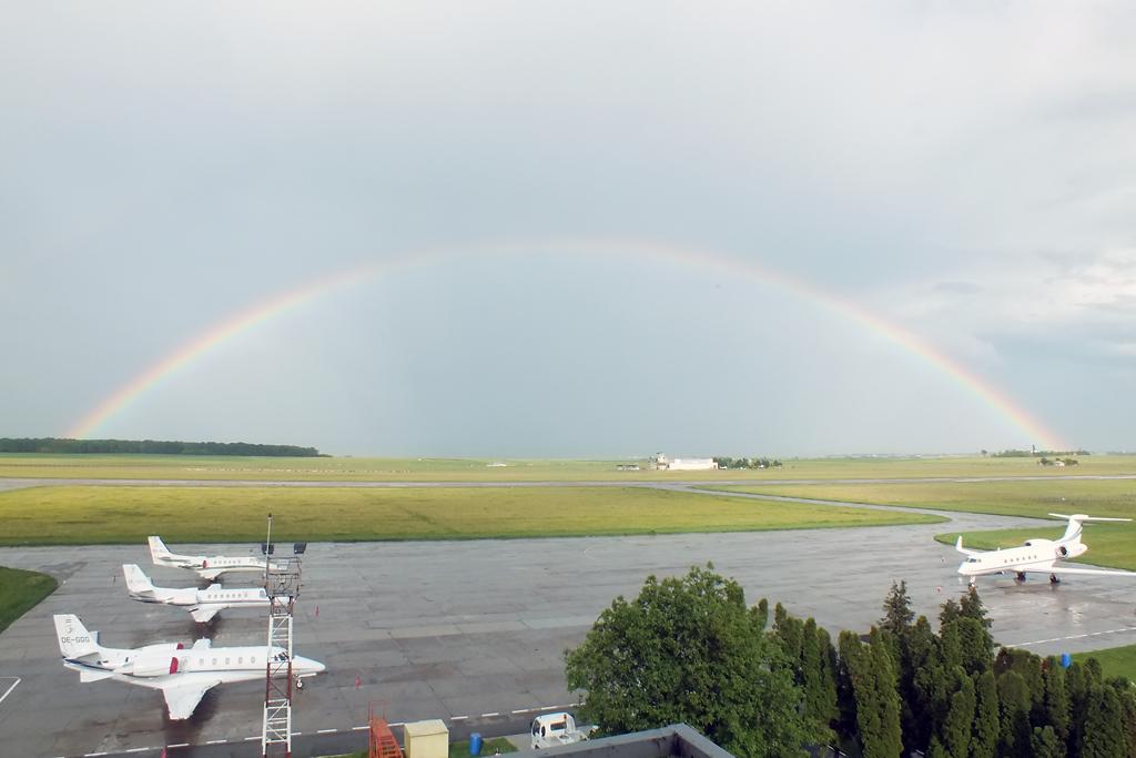 Aeroportul Suceava (Stefan Cel Mare) - Iunie 2012  DSCF2884