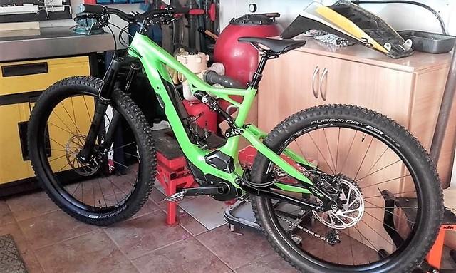 Nueva bici en casa 20228447_10207599763791667_8614999029919929042_n