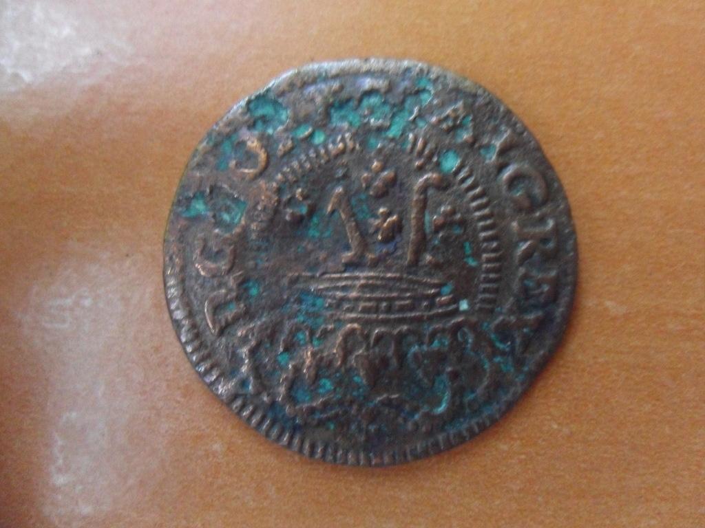 Hola,alguien me puede ayudar a identificar esta moneda?? 001