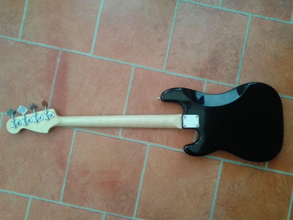 Dúvida sobre originalidade desse Fender Precision Bass  Fender4