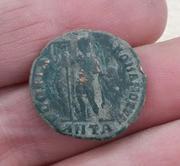 Decargiro de Teodosio I. GLORIA ROMANORVM. Emperador con lábaro. Antioquía 20180216_172646-1