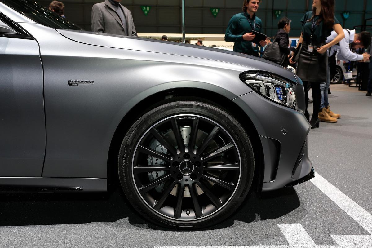 novo AMG C43 Mercedes-c-class-facelift-geneva-livepics-29-1