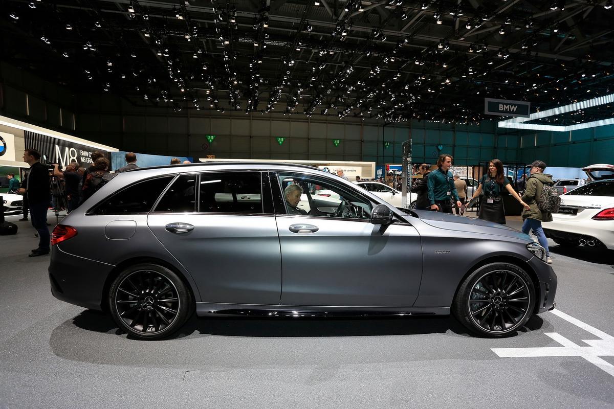 novo AMG C43 Mercedes-c-class-facelift-geneva-livepics-30-1