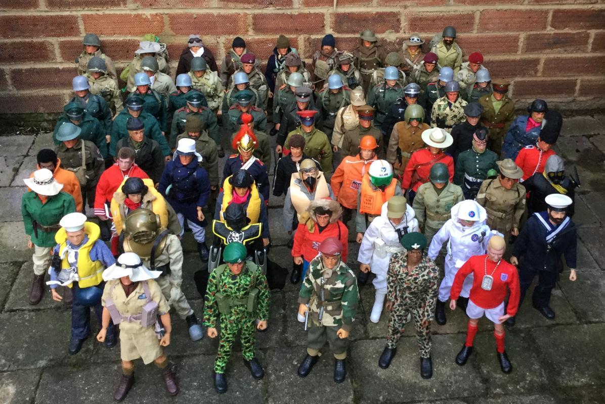 All the troops  51_CB9_F0_B-0_D26-4_ED8-_BDF1-4192_E7_B1_B45_B