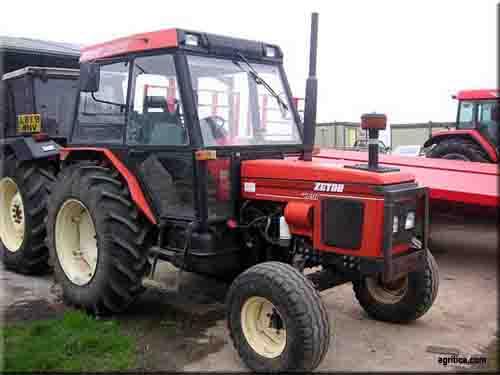 Hilo de tractores antiguos. - Página 24 Zetor_7320