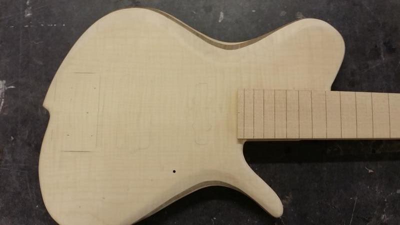 Construção caseira (amadora)- Bass Single cut 5 strings - Página 5 12404744_10153852330834874_1032538733_o