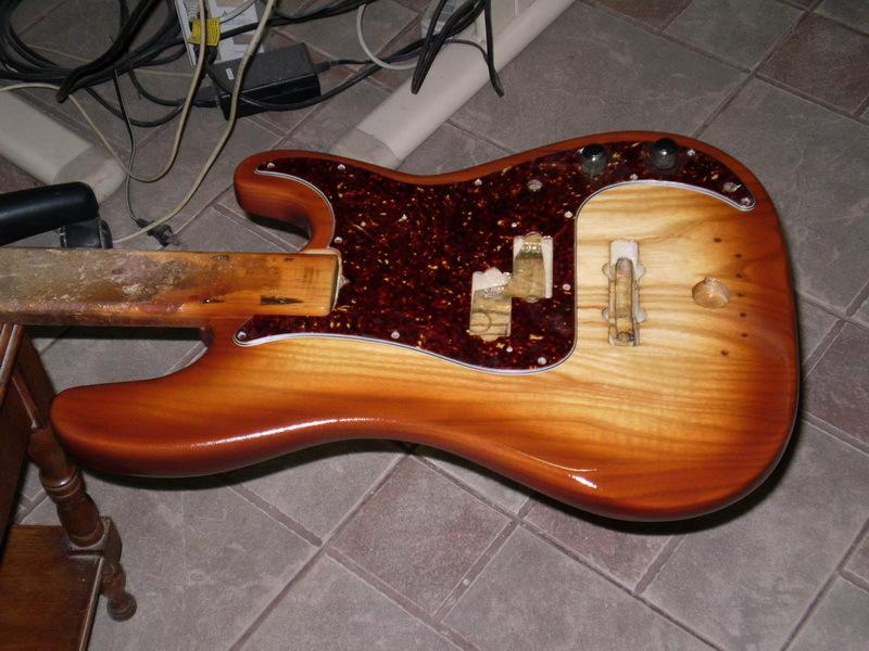 Montando um Precision bass. P9240011