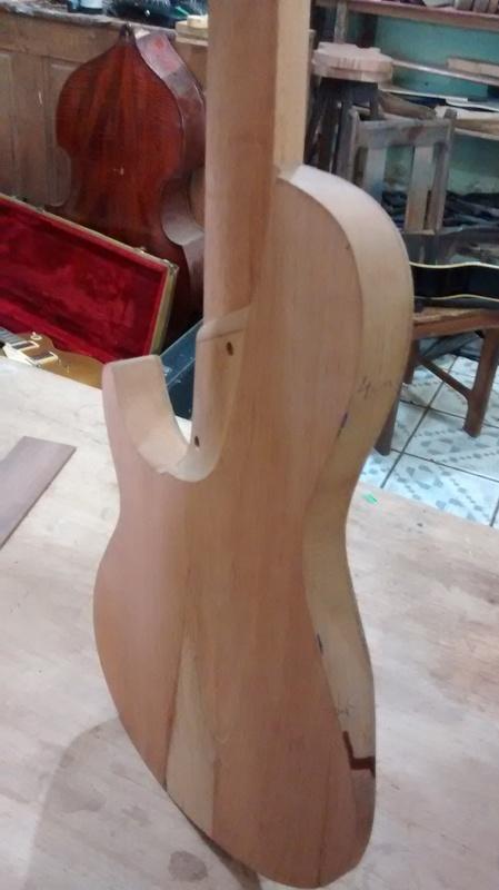 Projeto novo: Singlecut 5 cordas com headstock tipo Musicman (NS Luthieria) IMG_20141014_111747956_1