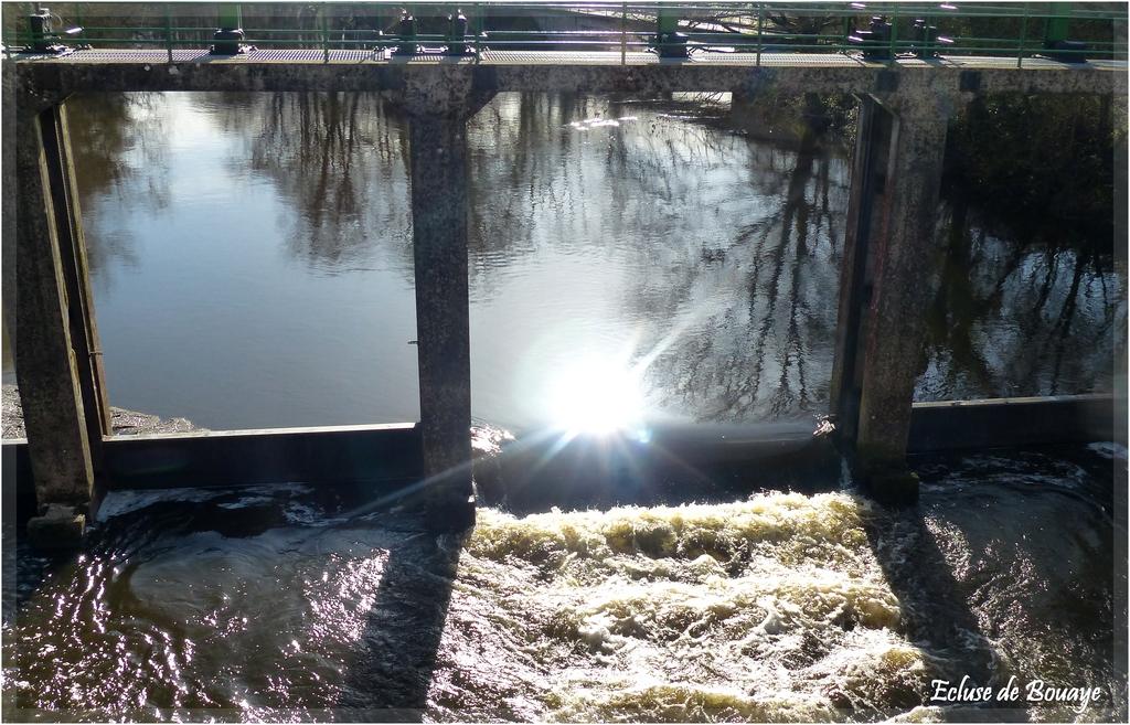 Passage d'eau à l'écluse P1320452