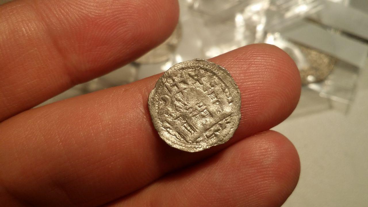 Dinero de Alfonso VIII de castilla 1158-1214 estrella creciente. Alfonso_viii_b
