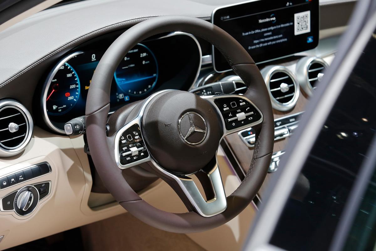 novo AMG C43 Mercedes-c-class-facelift-geneva-livepics-41-1