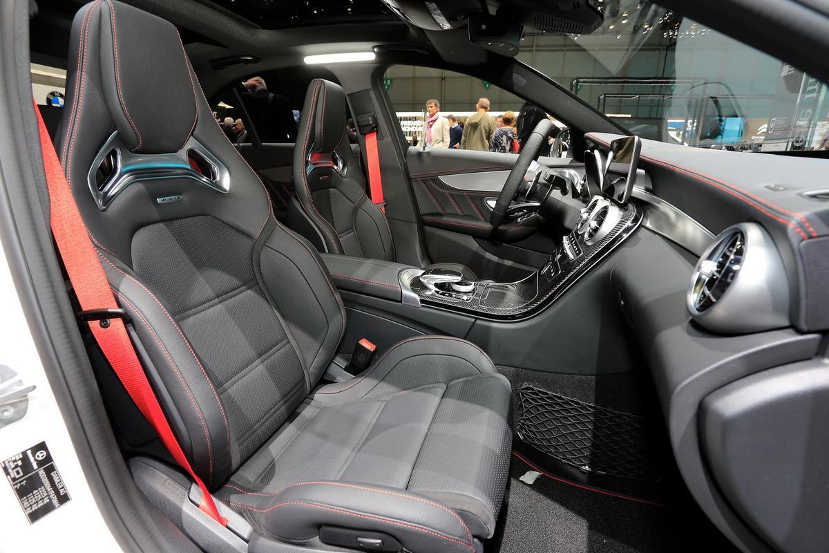novo AMG C43 Mercedes-c-class-facelift-geneva-livepics-26-1
