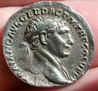 Denario de Trajano. S P Q R OPTIMO PRINCIPI. Dacia csedente a dcha. Ceca Roma. 317fc555_1062_4a5a_8160_3f48fefee075_2