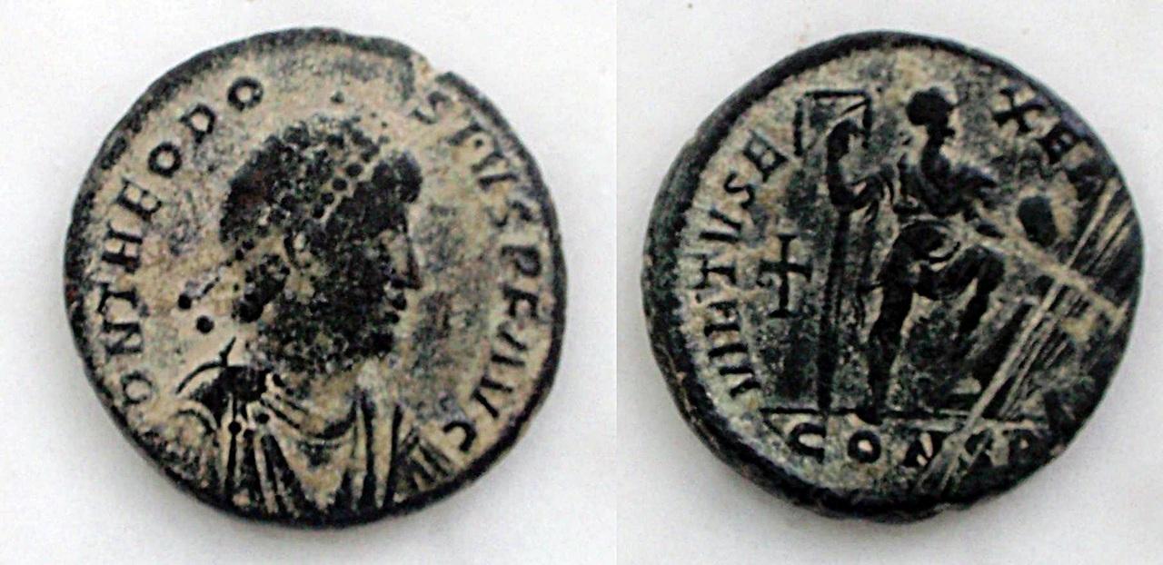 AE2 de Valentiniano II. Teodosioi